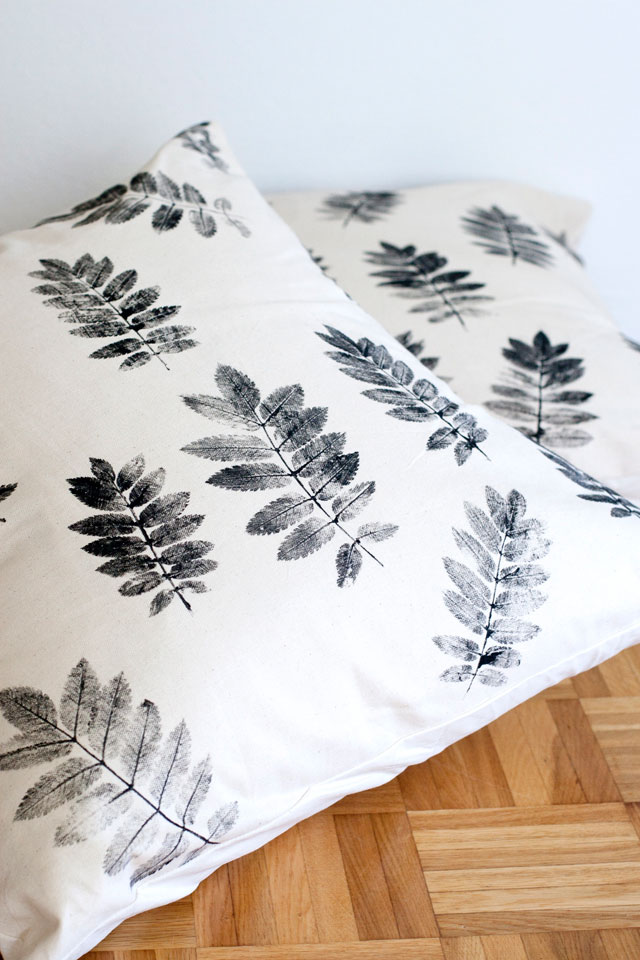 stamped leaf pillow diy