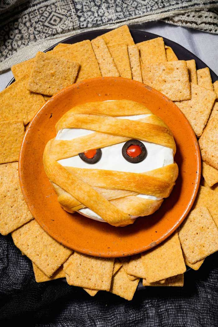 mummy brie halloween party appetizer