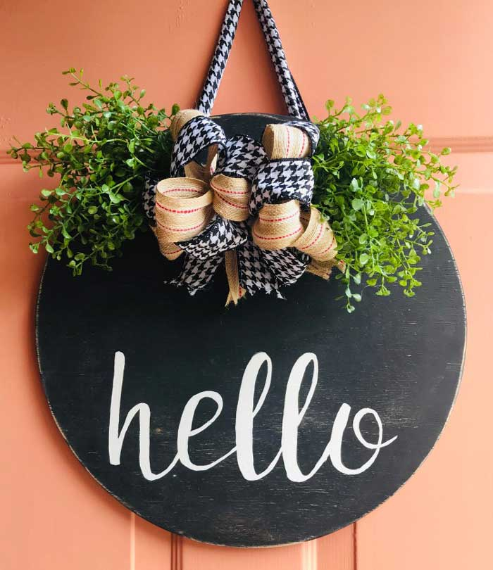 circular wooden welcome sign wreath idea