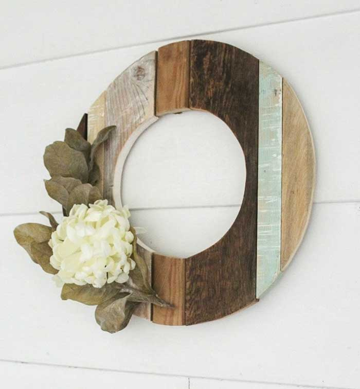 salvaged wooden wreath idea