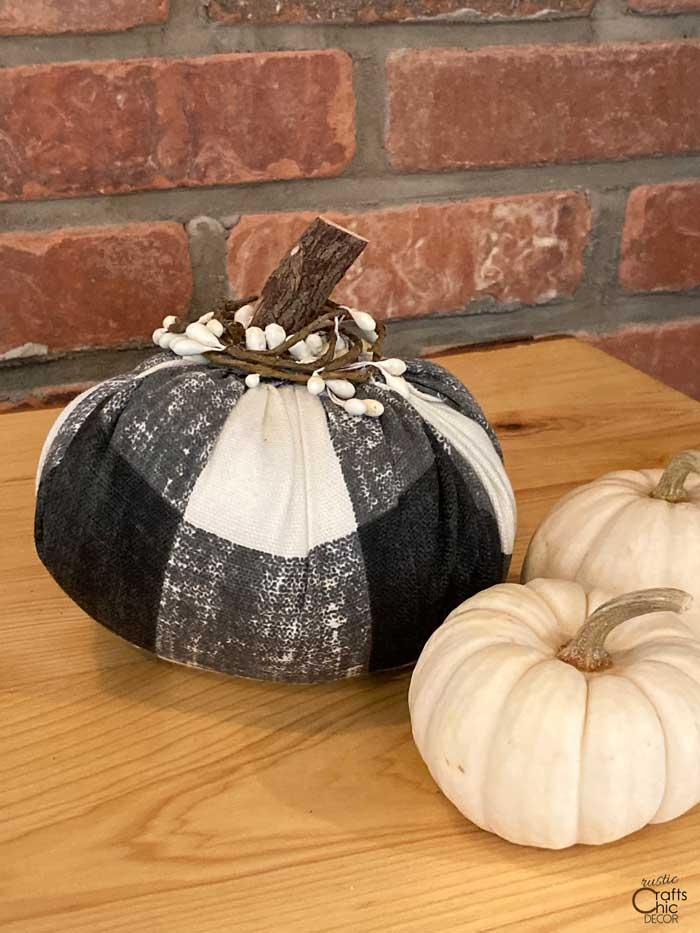 diy fabric pumpkin decor