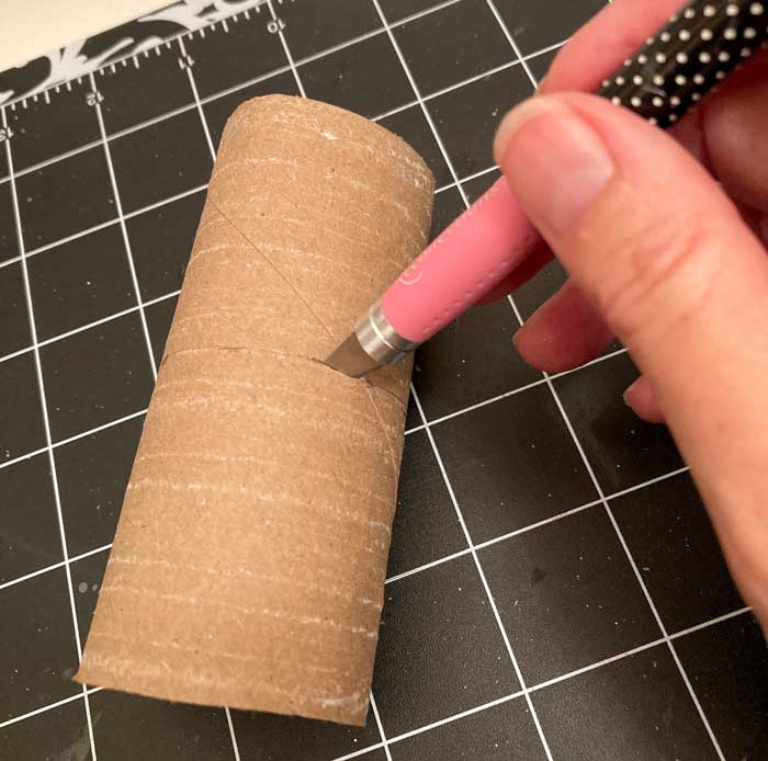 cutting toilet paper roll with razor knife