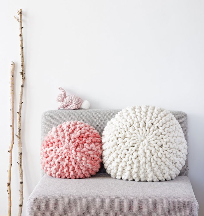 round chunky knit pillow