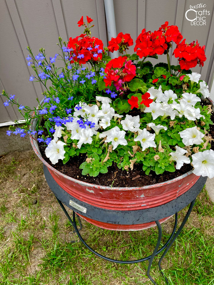 4th of july bucket of flowers
